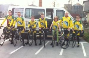 sevniški kolesarji s trenerjem