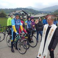100 kolesarjev na  5. Blagoslovu kolesarjev na Šmarčni